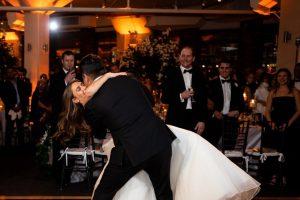 pierwszy taniec weselny na zdjeciu